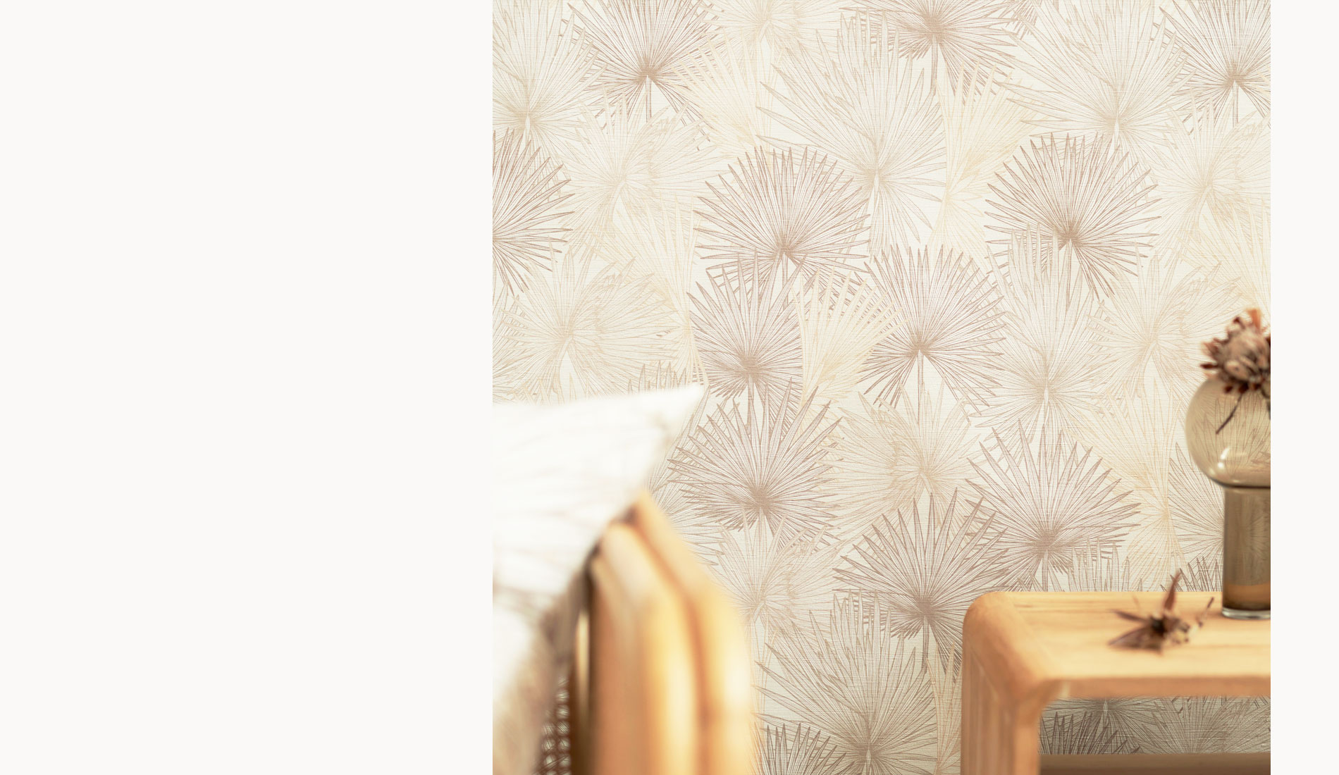 Nobilis Palm Wallpaper from the Australian Lines Collection by Patricia Braune